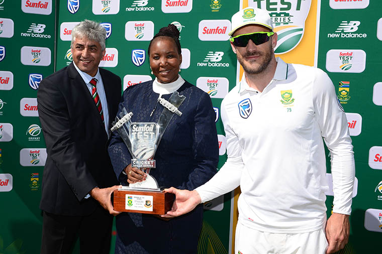 BLOEMFONTEIN, SOUTH AFRICA - OCTOBER 08: Baboo Vania (Regional Manager Willowton Group) and Zola Thamae (President of Freestate Cricket) hand Faf du Plessis of the Proteas the trophy during day 3 of the 2nd Sunfoil Test match between South Africa and Bangladesh at Mangaung Oval on October 08, 2017 in Bloemfontein, South Africa. (Photo by Lee Warren/Gallo Images)